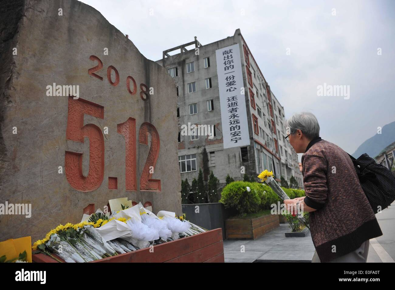 Beichuan, China's Sichuan Province. 12th May, 2014. A woman mourns the victims at the 6th anniversary of the 2008 Stock Photo