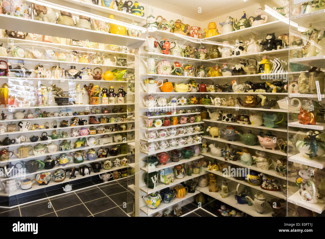 Display of over 7,000 different Teapots at Teapot Island Yalding Kent - Stock Image