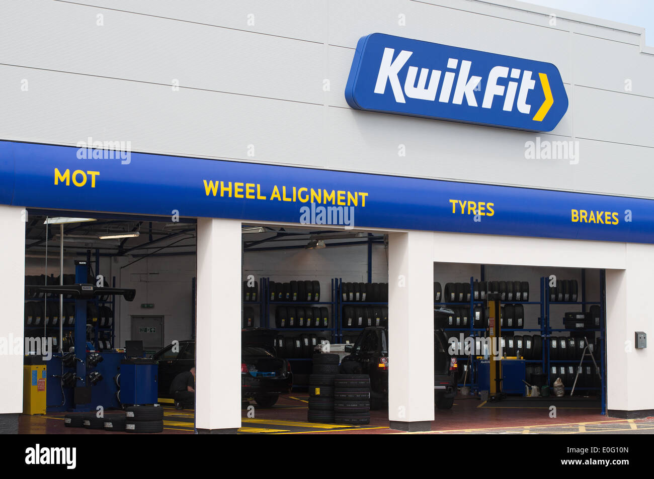 Kwik fit stock photos kwik fit stock images alamy for Garage europe auto center fresnes