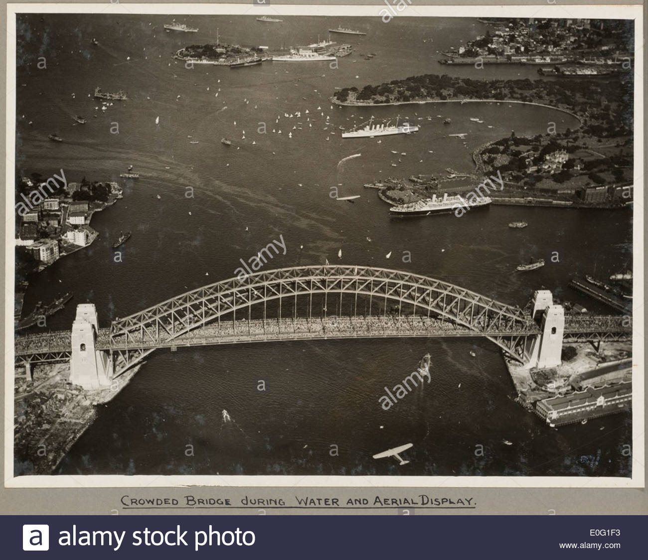 Sydney Harbour Bridge crowded with onlookers during the water and aerial display, 19 March 1932 - Stock Image