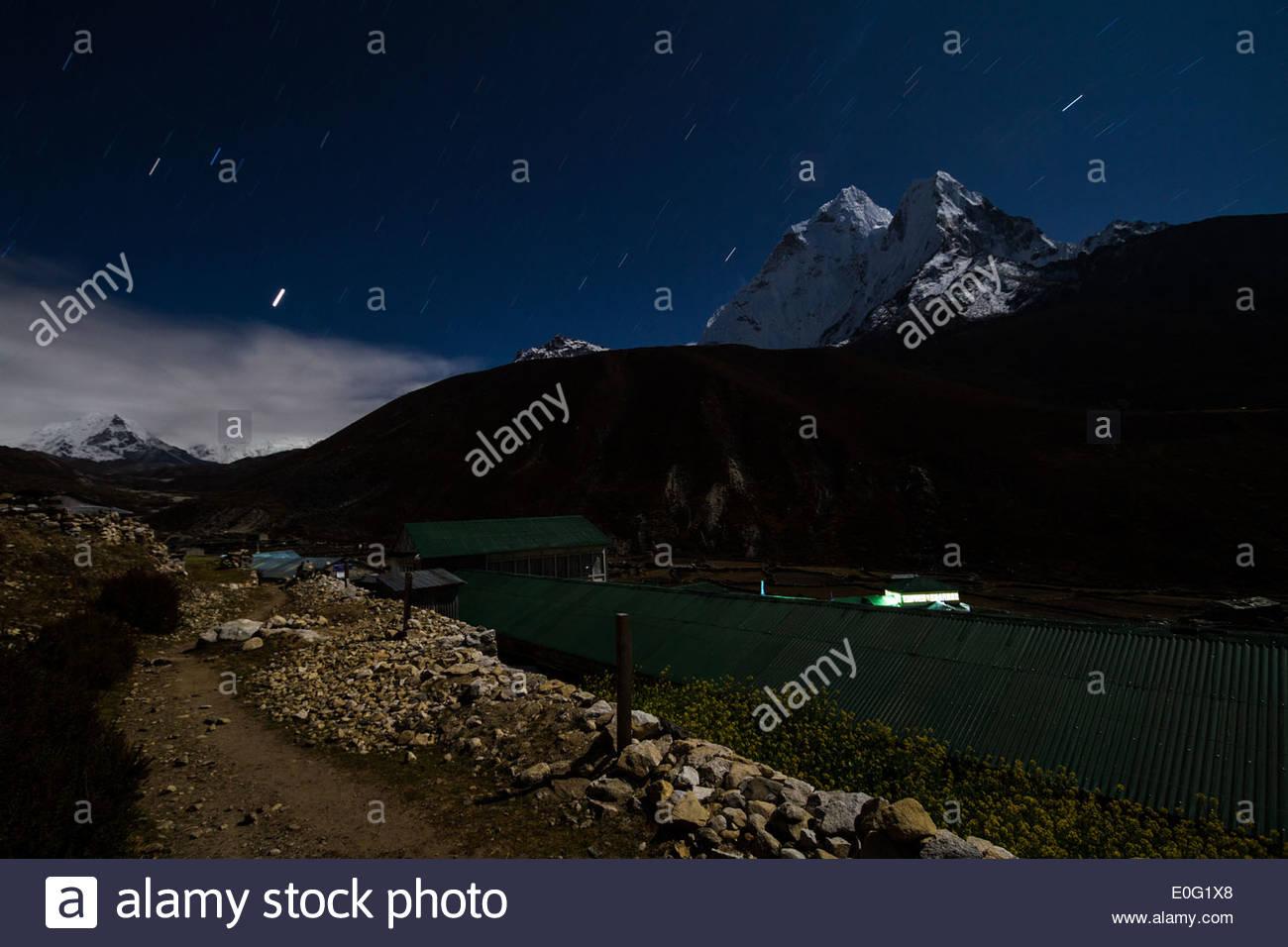 Star trails over Ama Dablam, Himalayas, Nepal - Stock Image