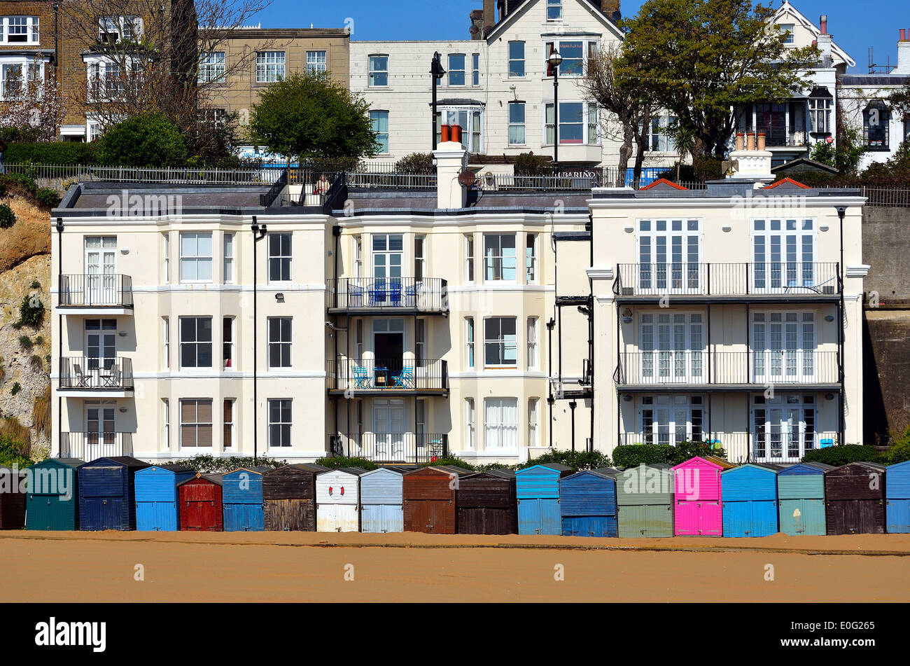Beach huts and homes on Broadstairs seafront - Stock Image