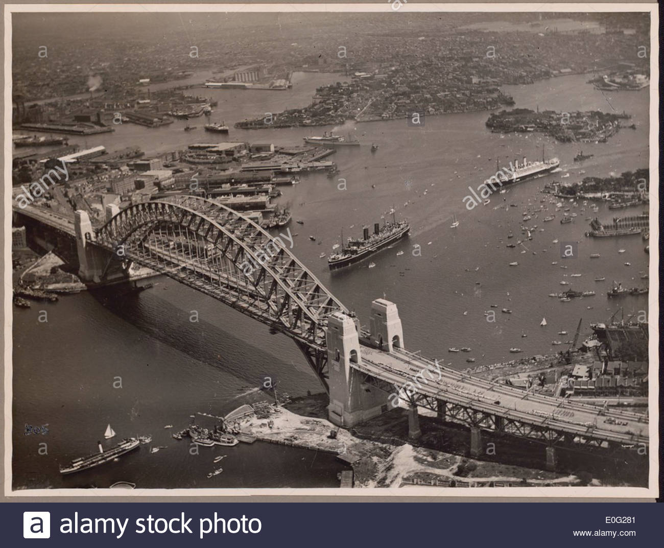 Aerial view of the procession of mail ships, Maloja, Orford, Nieuw Zeeland and Manunda at the official opening celebrations of the Sydney Harbour Bridge, 19 March, 1932 - Stock Image