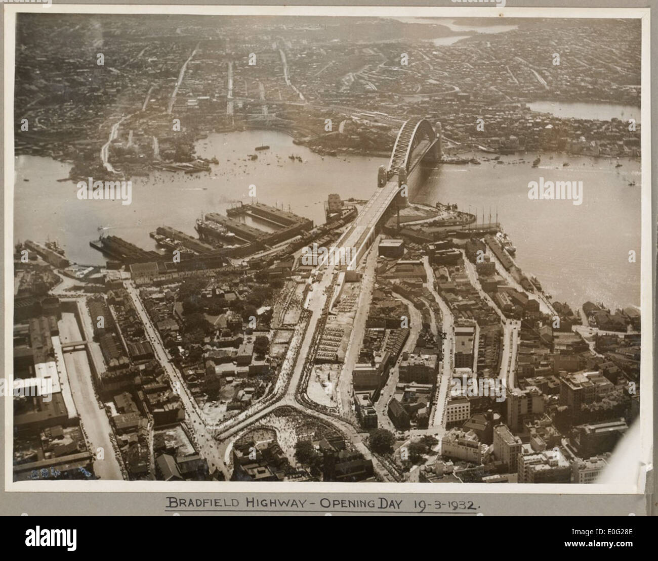 Bradfield Highway and Sydney Harbour Bridge on its opening day, 19 March 1932 - Stock Image