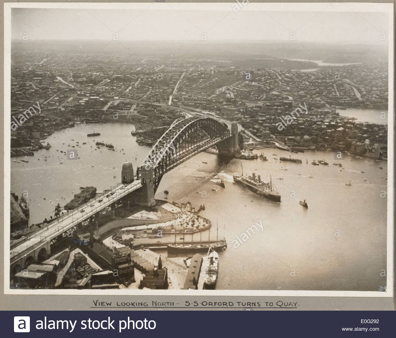 Orient liner SS Orford passing under Sydney Harbour Bridge turning towards Circular Quay, 19 March 1932 - Stock Image