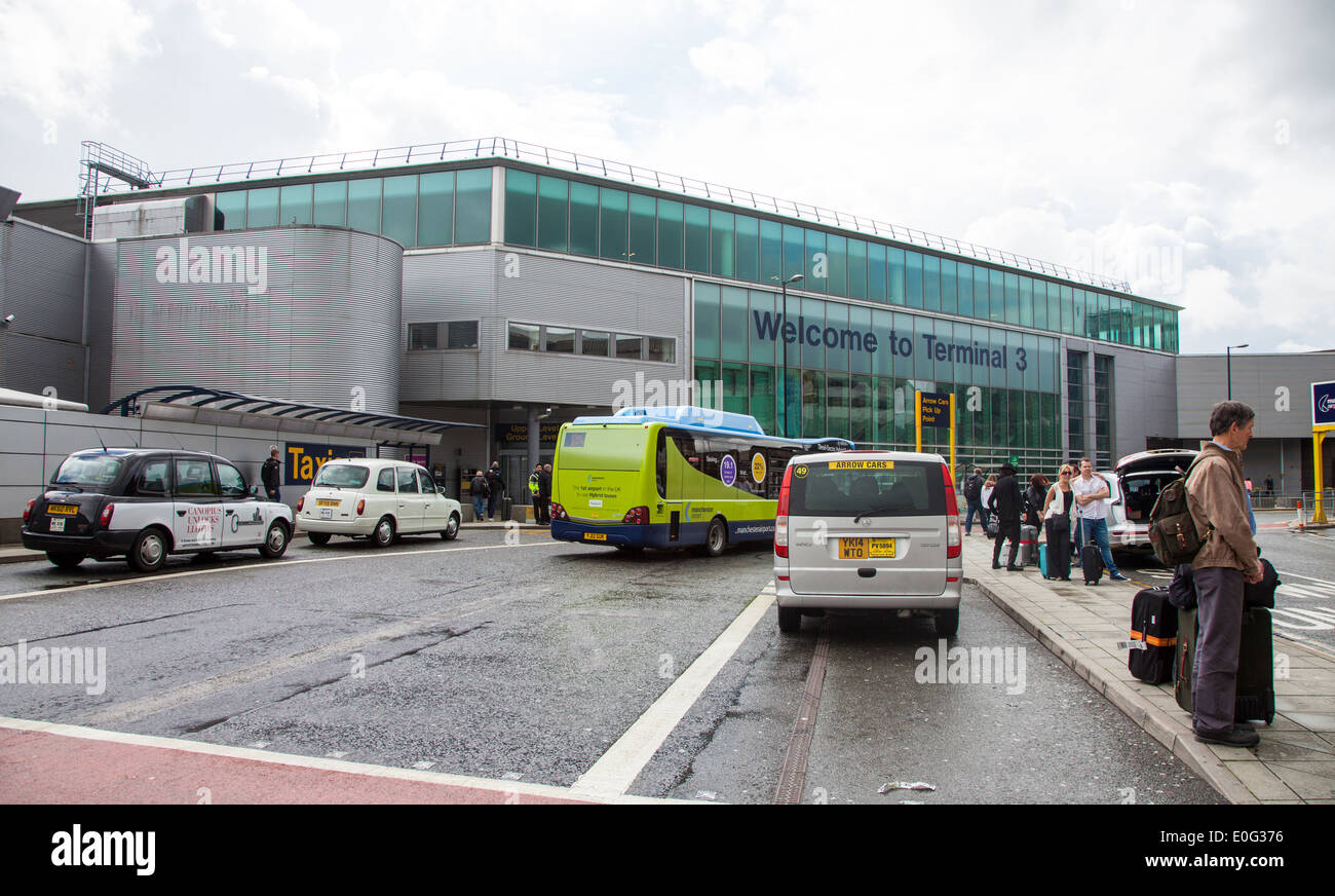 Manchester airport stock photos manchester airport stock images taxis and buses dropping off people at terminal three of manchester airport england uk stock m4hsunfo