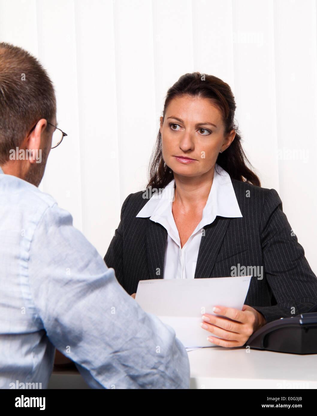 Conversation and consultation with lawyer or tax adviser, Gespraech und Beratung bei Rechtsanwalt oder Steuerberater - Stock Image