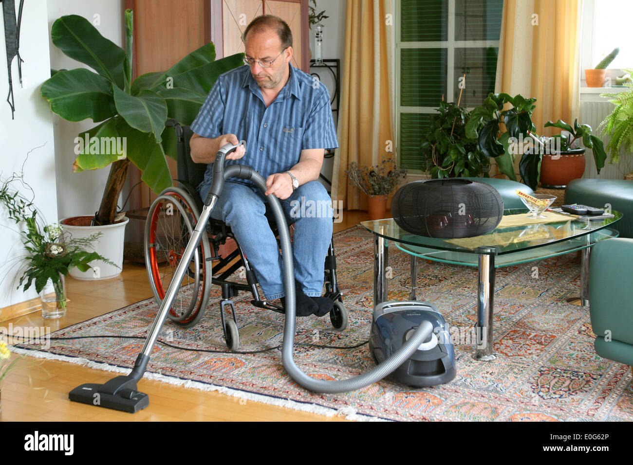 Man in the wheel chair [], barrier, barriers, Hindering, suitable for the handicapped, suitable for the handicapped, suitable fo - Stock Image