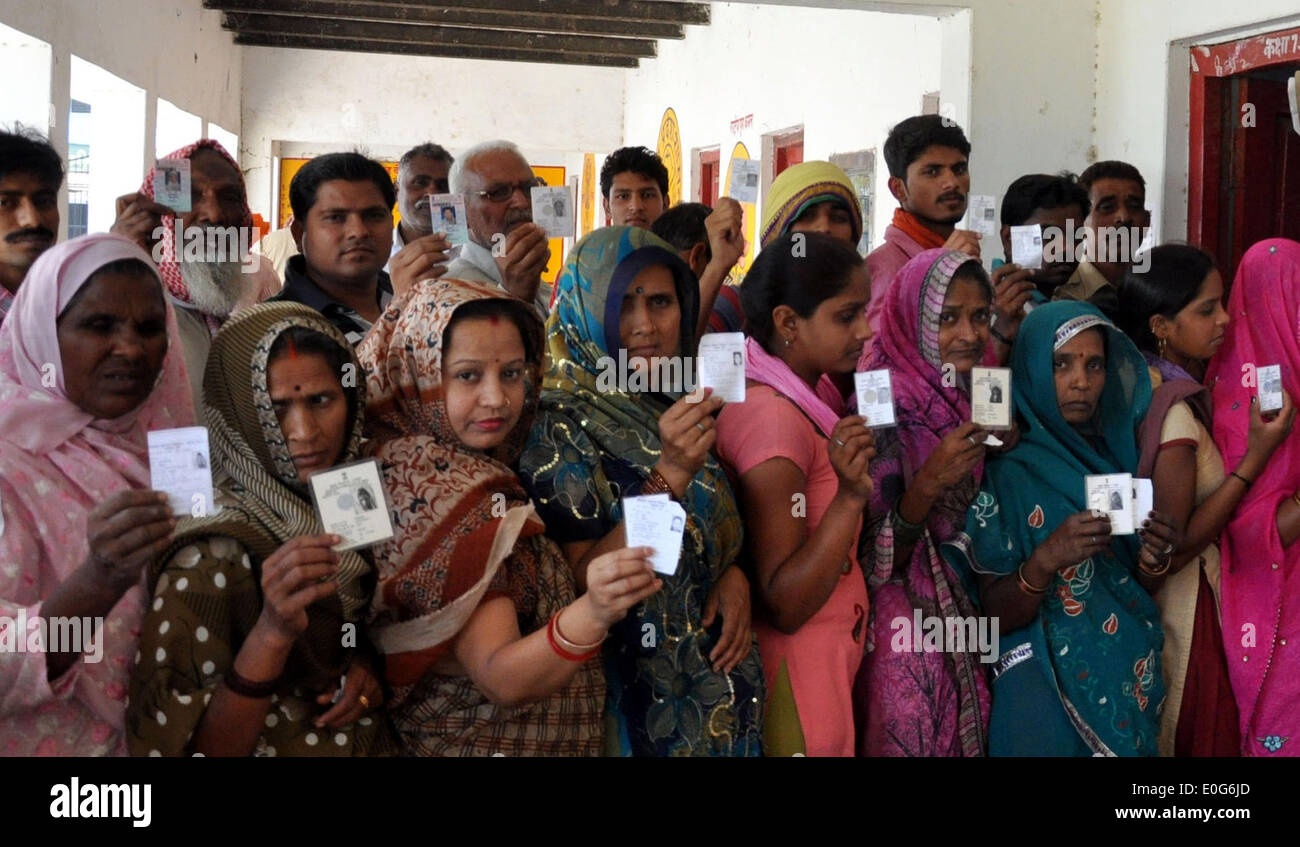 Jaunpur, India. 12th May, 2014. Women show their voter identity cards while standing at a polling station to cast their votes in the last phase of the parliament election at Jaunpur in Uttar Pradesh, India, on May 12, 2014. Credit:  Stringer/Xinhua/Alamy Live News - Stock Image