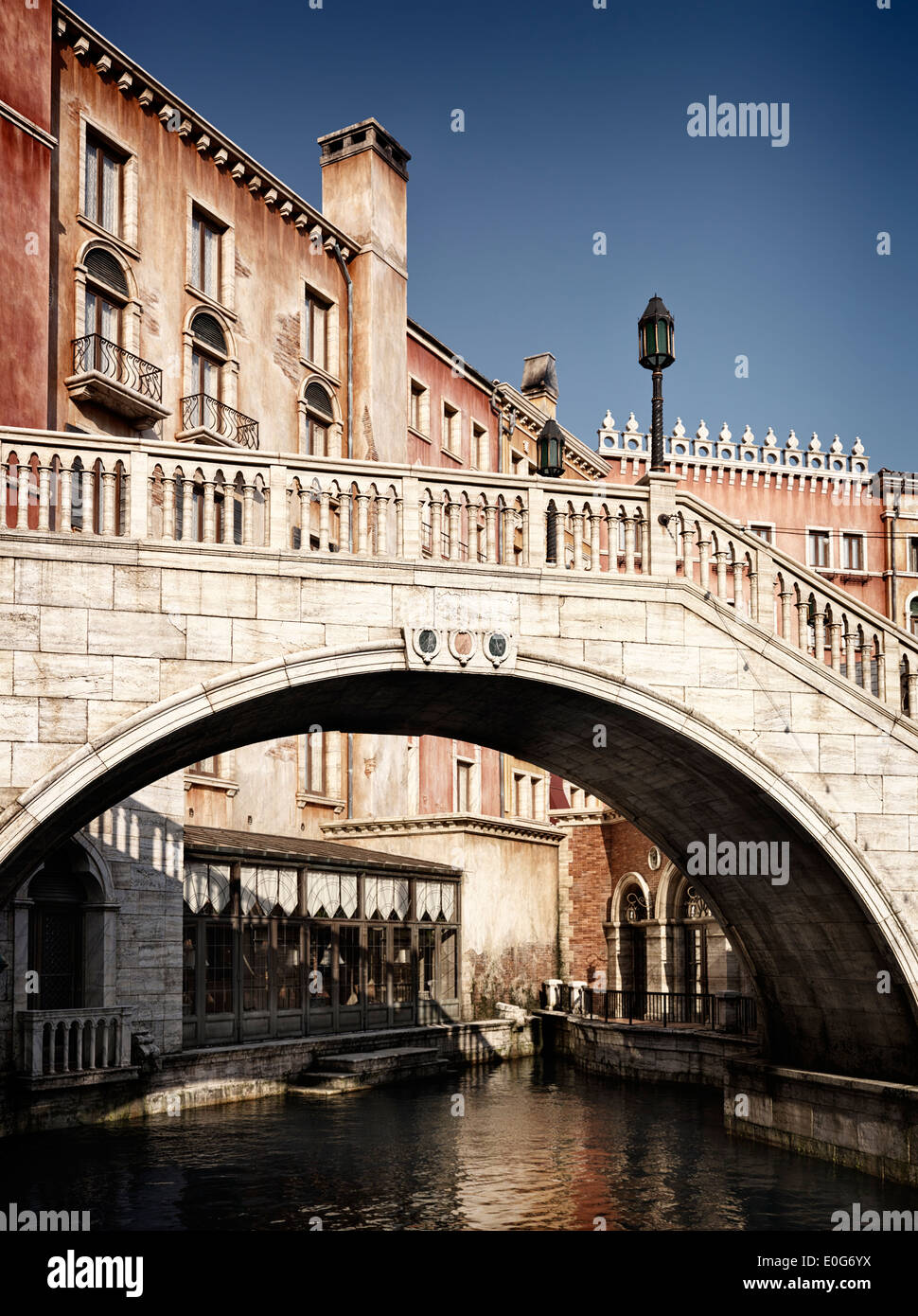 Bridge over a canal with Venetian architecture buildings - Stock Image