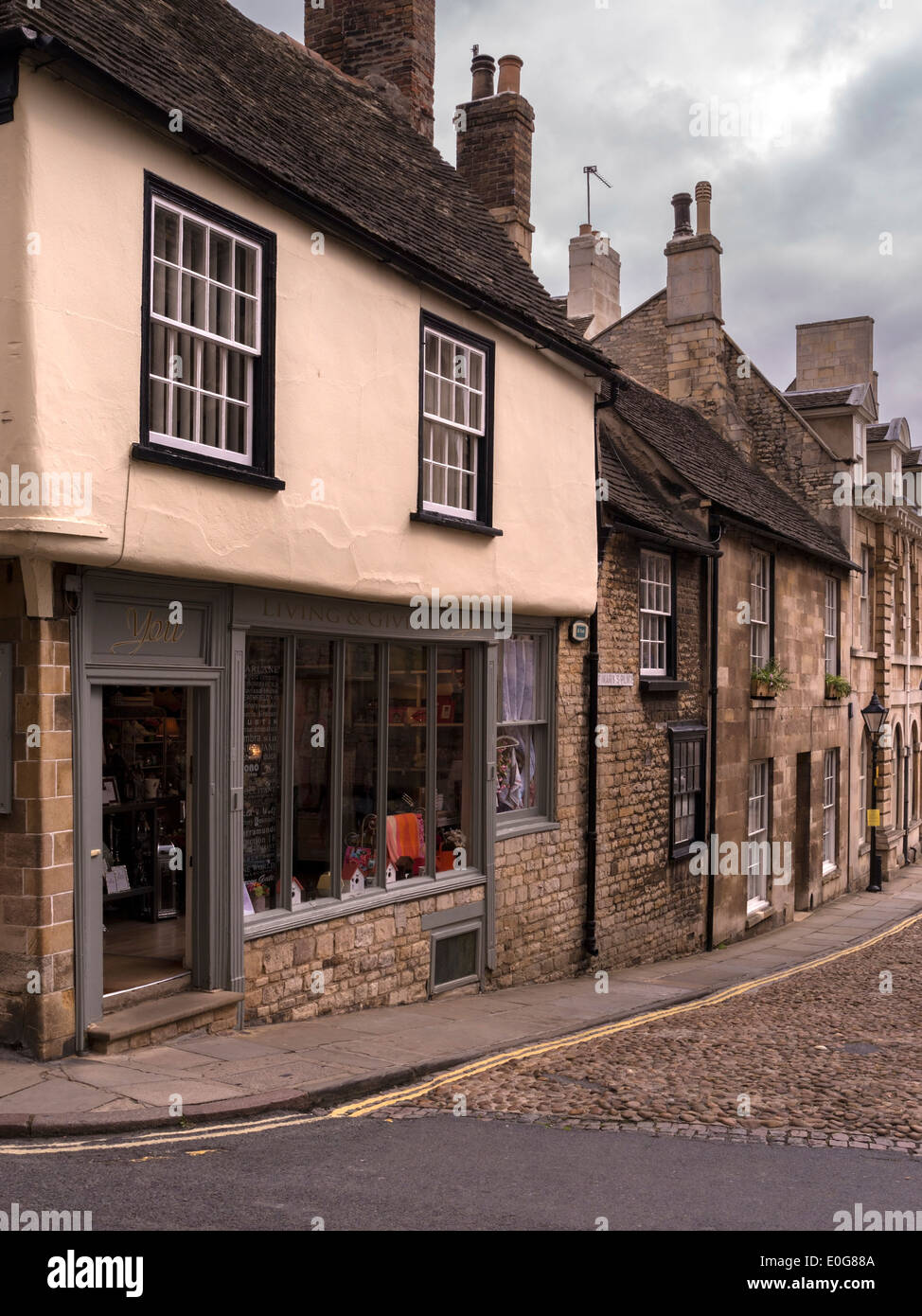 Attractive traditional old shop fronts and stone buildings, Stamford, Lincolnshire, England, UK - Stock Image