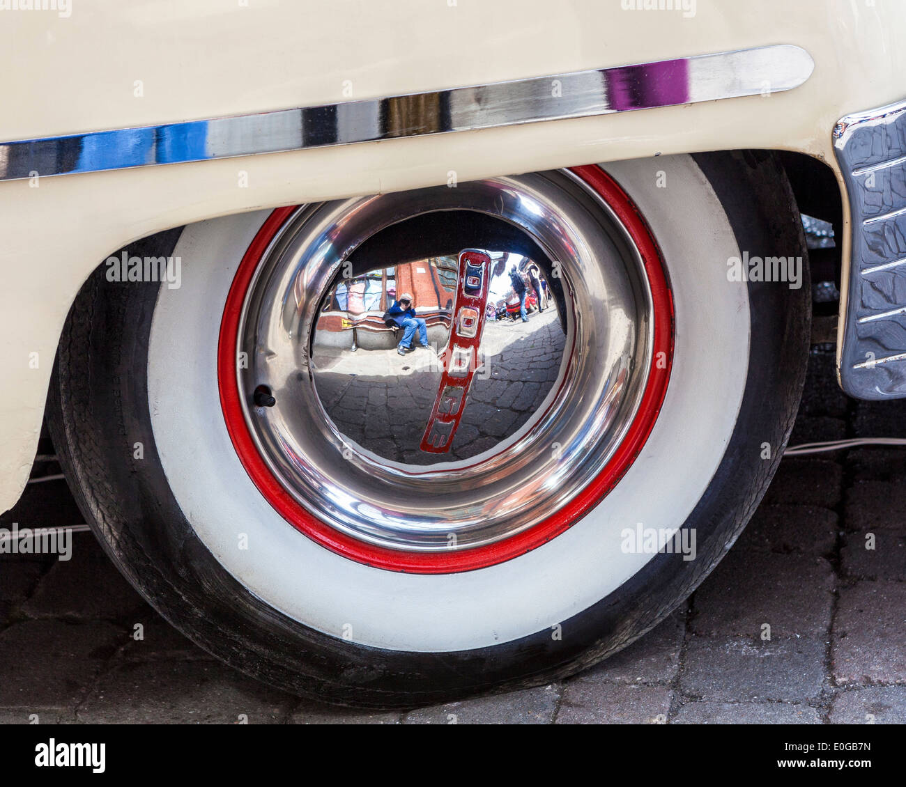 Classic Dodge car detail, whitewall tyre and hubcap - Stock Image
