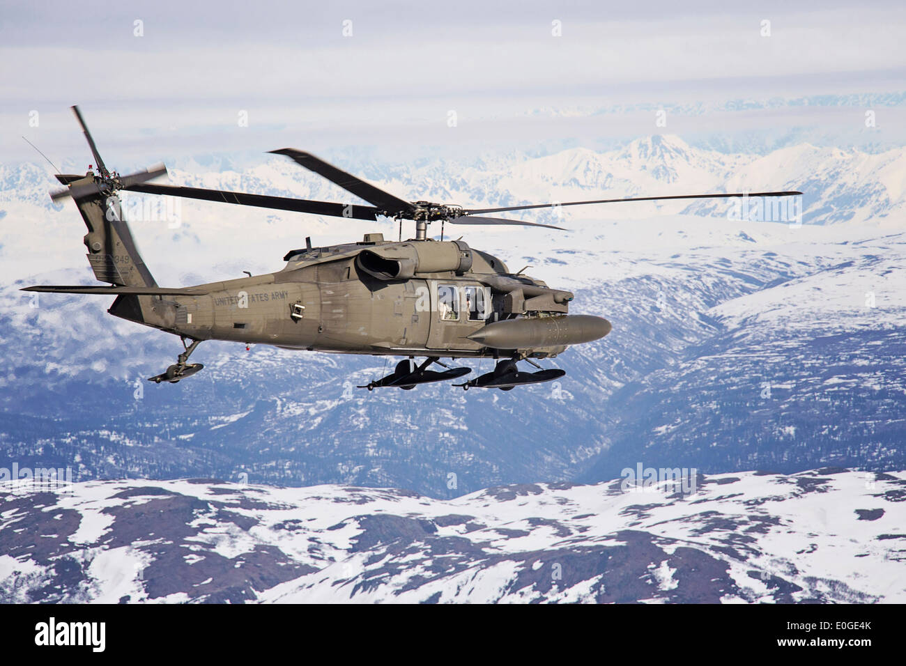 Helicopter Fuel Range Wiring Diagrams Dialtone Generator Circuit Diagram Tradeoficcom A Us Army Uh 60 Black Hawk Equipped With Snow Skies And Rh Alamy Com