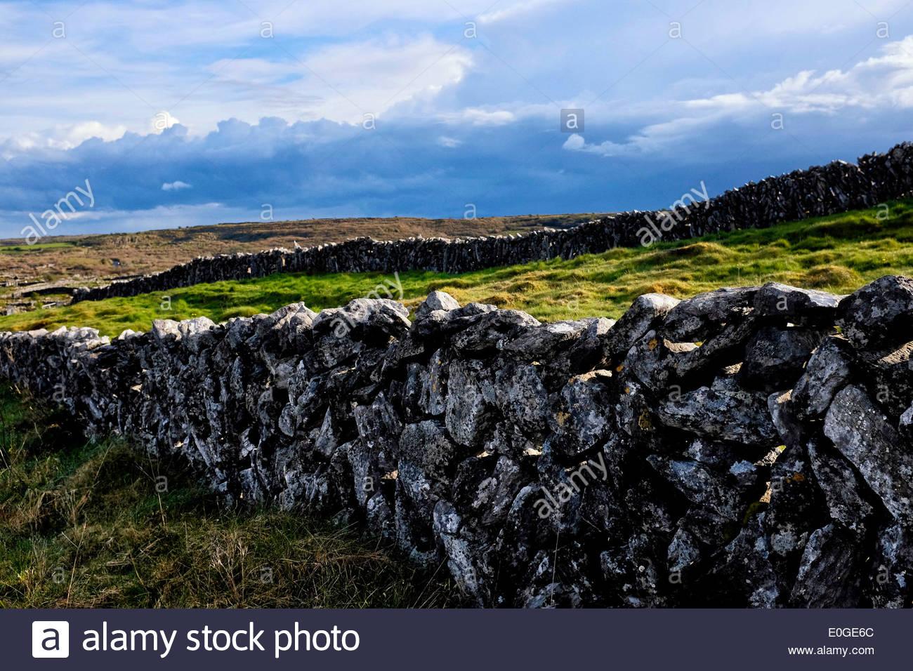 Irish dry stone wall, Ireland - Stock Image
