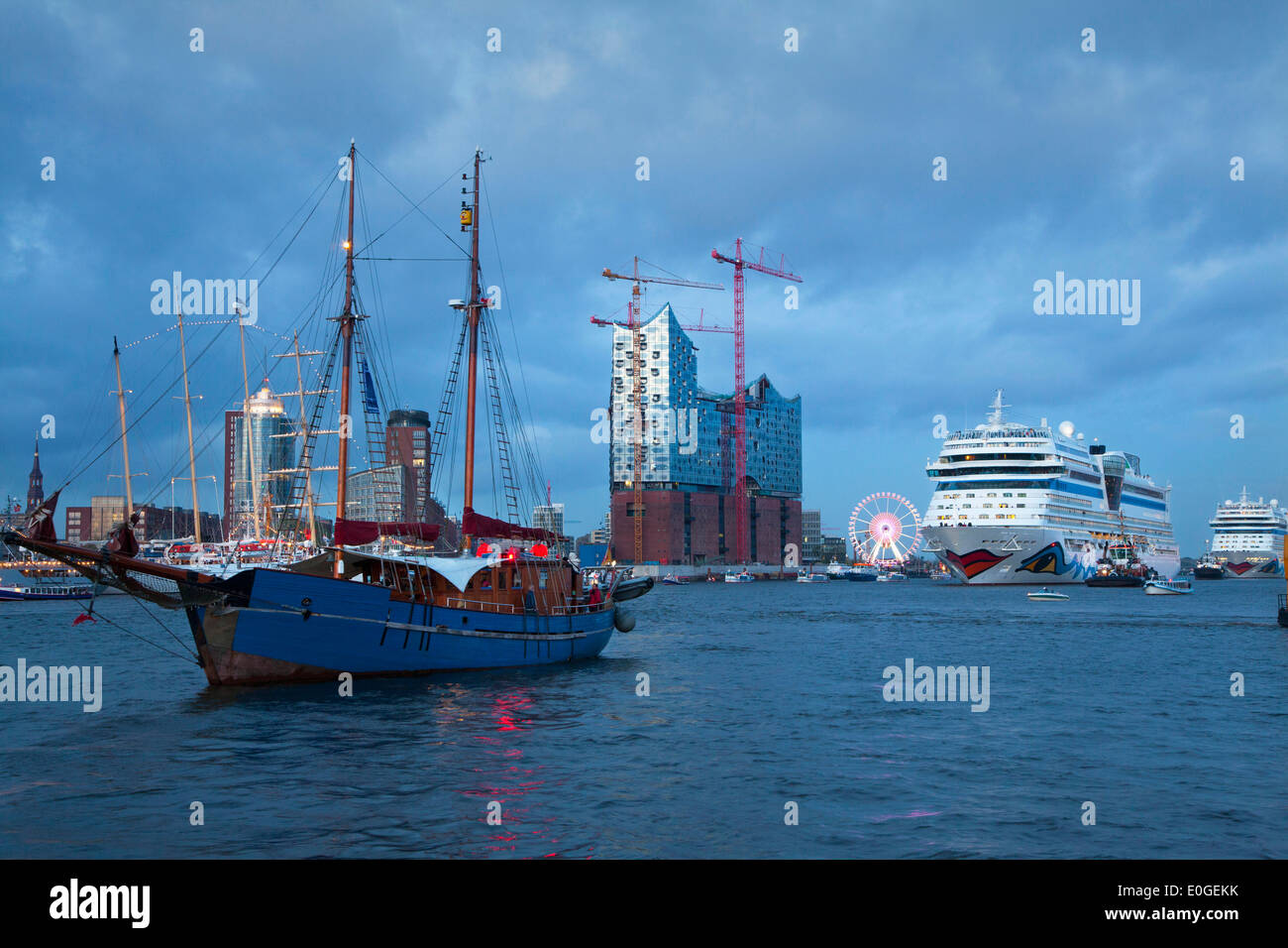 Elbphilharmonie, sailing ship Gotland, cruise ships AIDAsol and AIDAblu clearing port in the evening, Hamburg, Germany, Europe - Stock Image