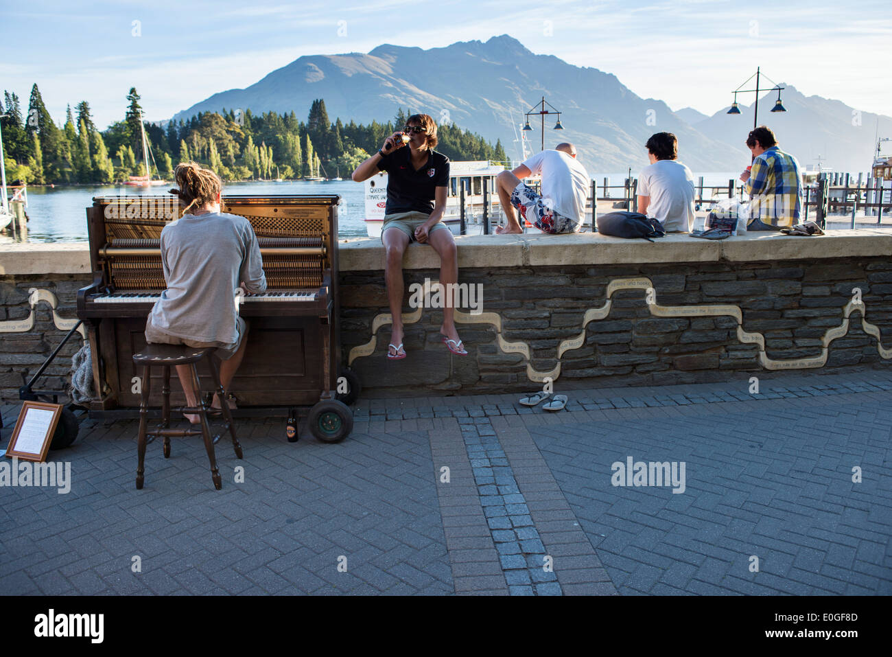 Mathias Piano Man playing to the crowd on a warm summer evening in Queenstown, New Zealand - Stock Image
