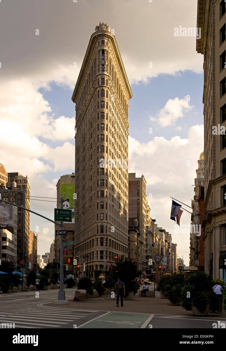 Flatiron Building, Fuller Building, known for its unusual triangular shape, at the crossing to 5th avanue, Broadway and 23rd str - Stock Image