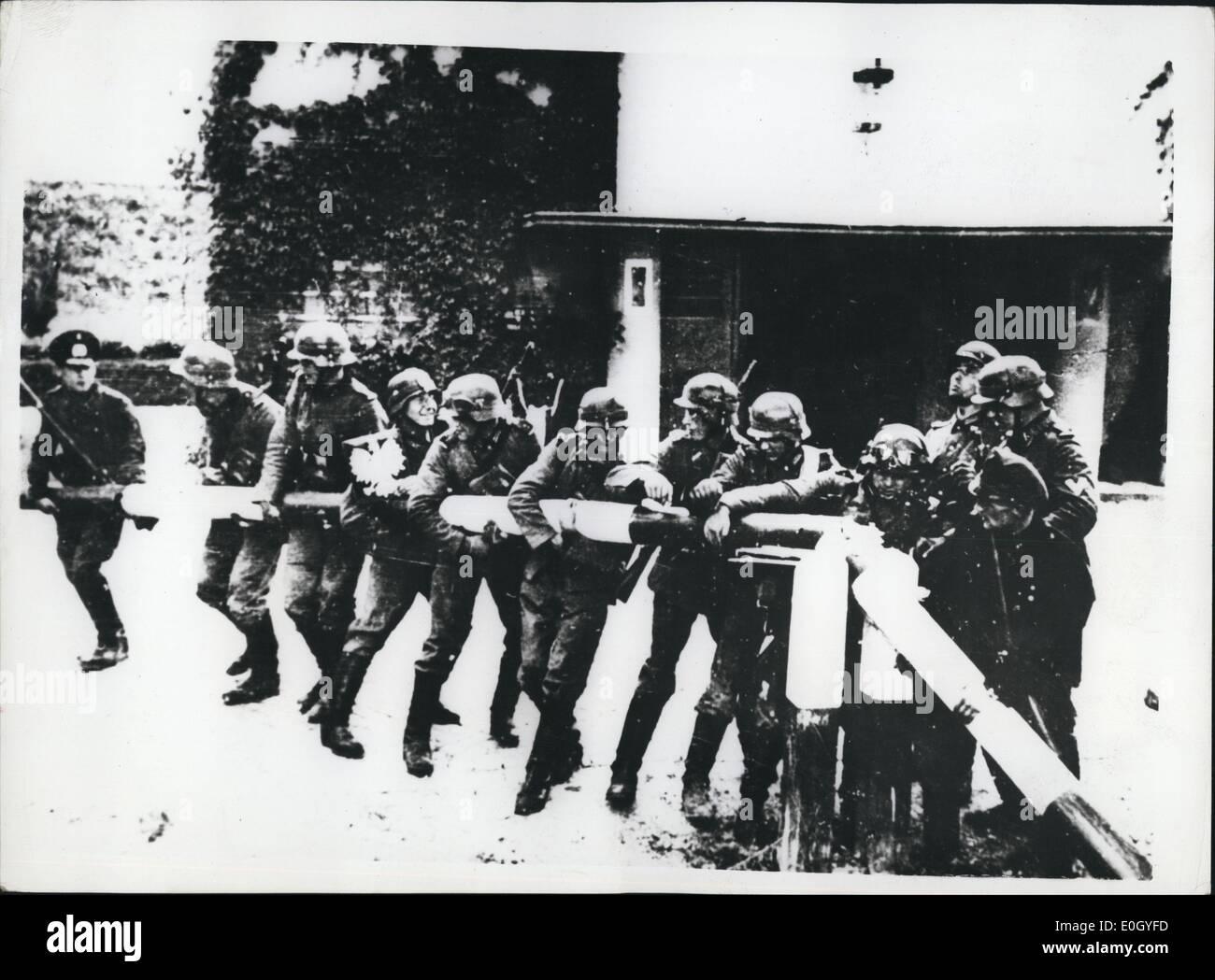 Jan 1, 1940 - Twentieth Anniversary Of The Outbreak Of World War II. Photo shows German troops breaking down turnpikes - Stock Image