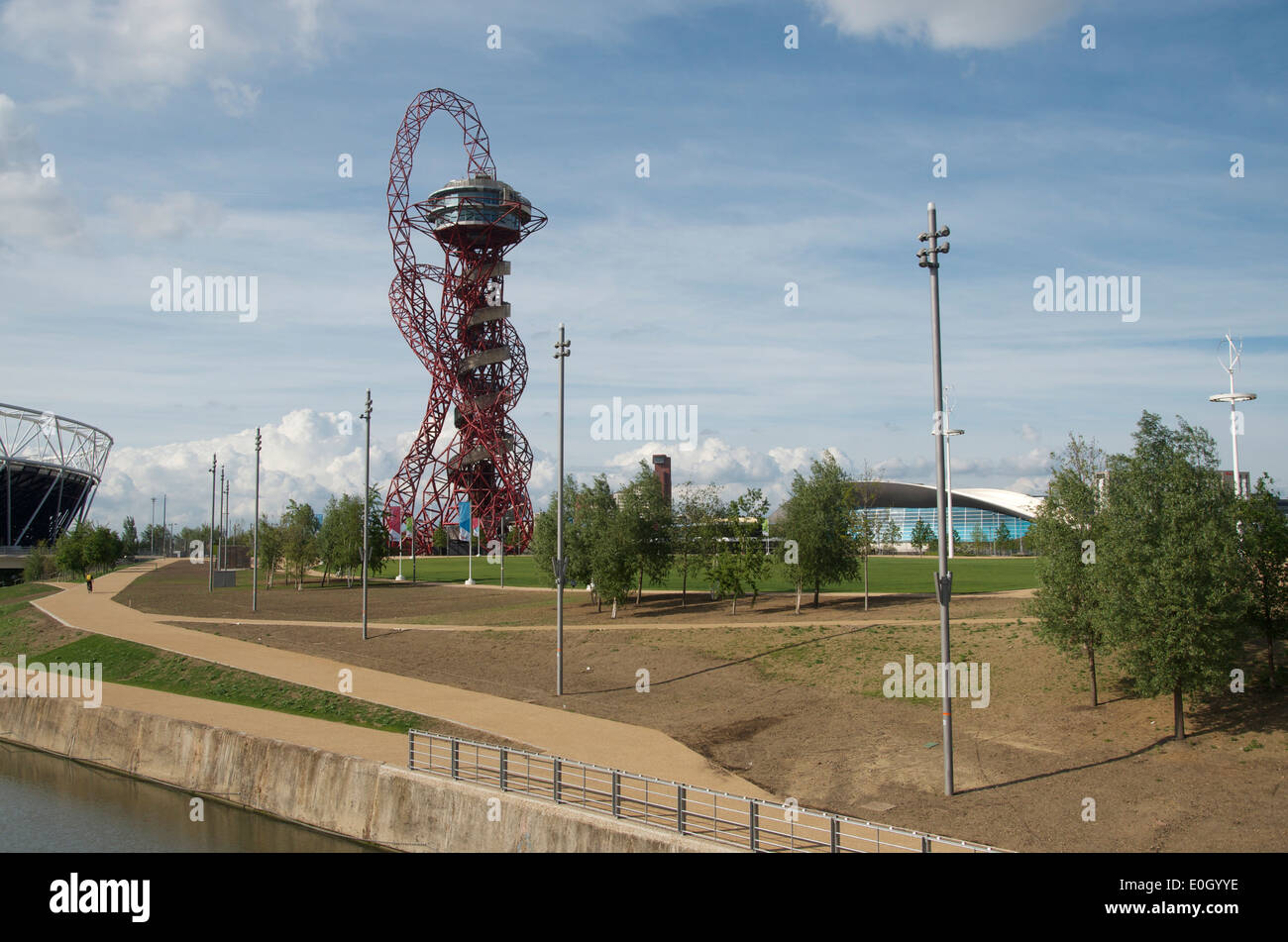 The ArcelorMittal Orbit and the Aquatic Centre at The Queen Elizabeth Olympic Park, Stratford, London, England - Stock Image