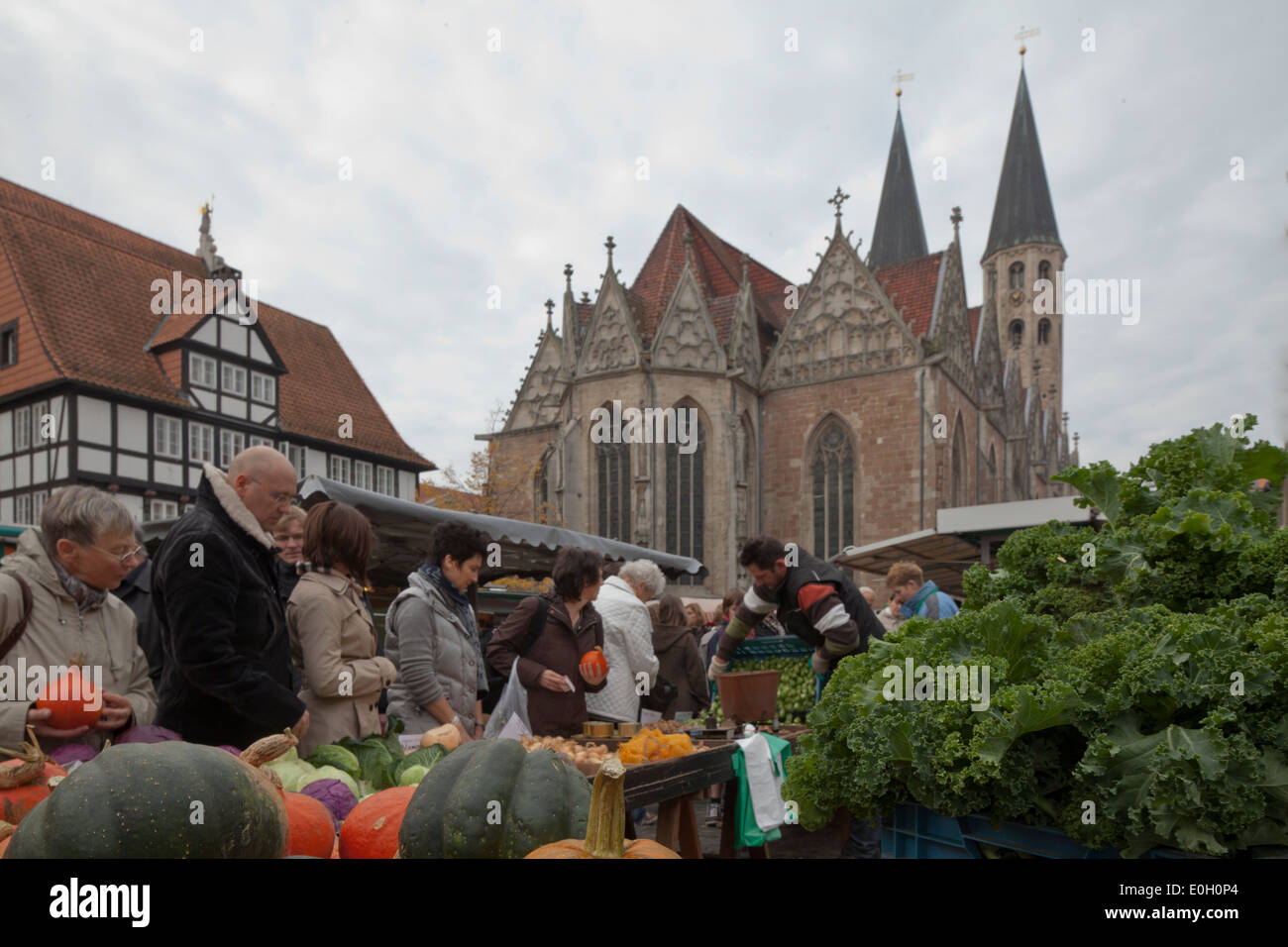 Medieval market square in the old town with Gewandhaus, Rueninger Customs House and St Martini church, market in Stock Photo