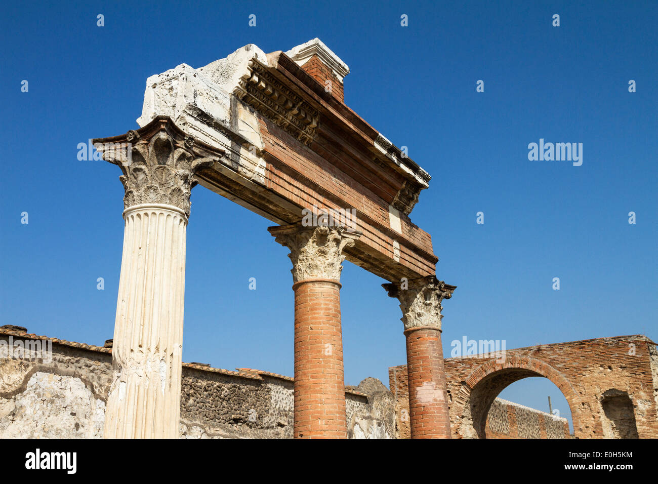 Corinthian columns at the temple of Jupiter, via del foro, historic town of Pompeii in the Gulf of Naples, Italy, Europe - Stock Image