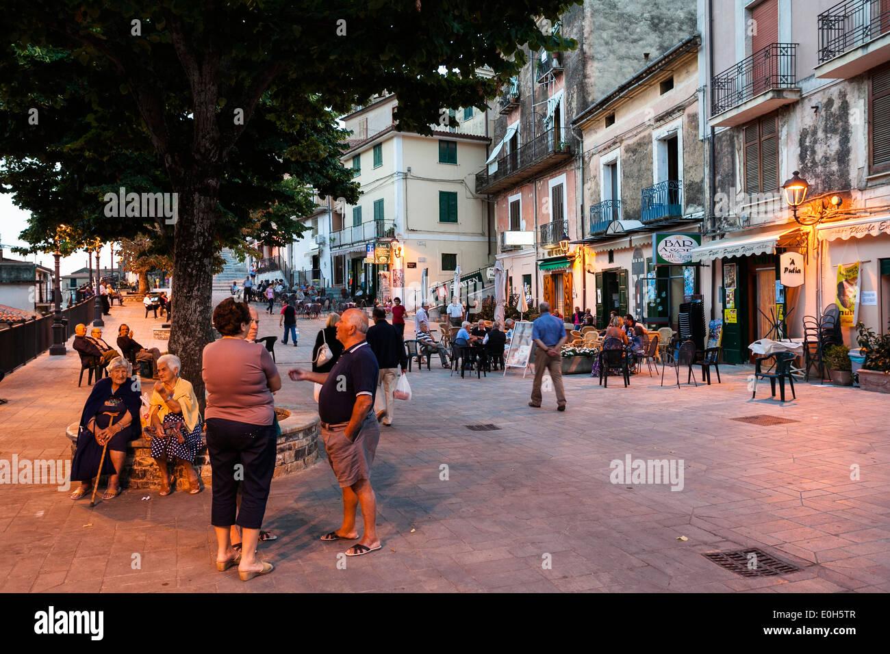 Streetlife in Pisciotta, Cilento, Tyrrhenian Sea, Mediterranean, Southern Italy, Europe - Stock Image