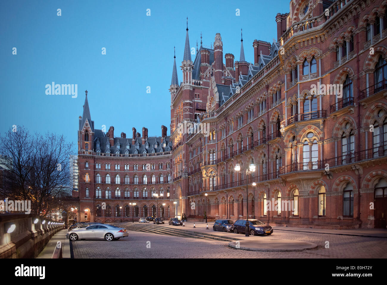 St. Pancras railway station, King's Cross St Pancras at dusk, City of London, England, United Kingdom, Europe - Stock Image