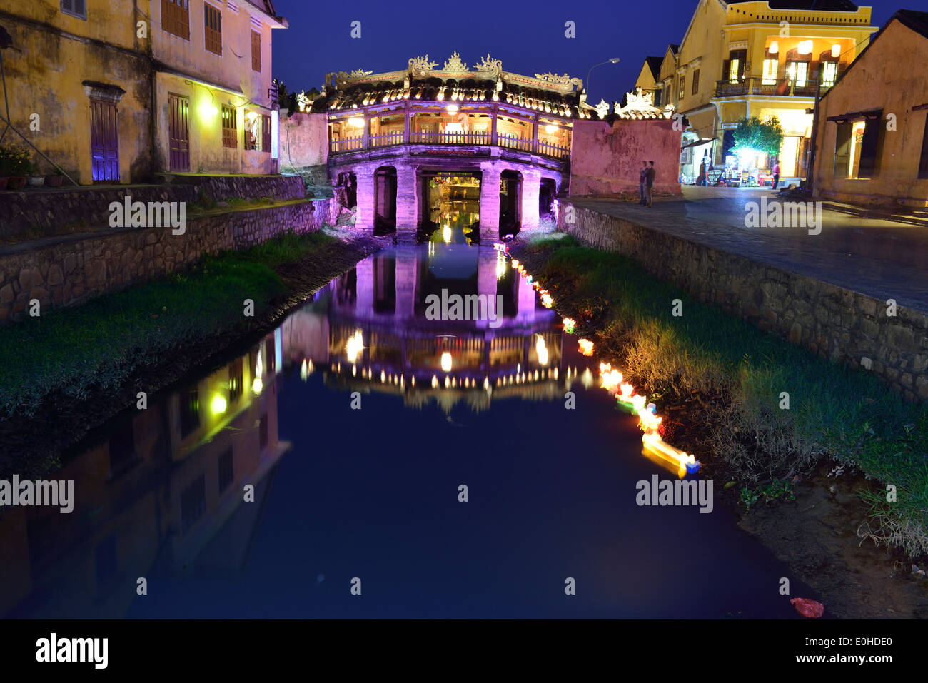 The famous Japanese Bridge at night in the old town of Hoi An, Vietnam - Stock Image