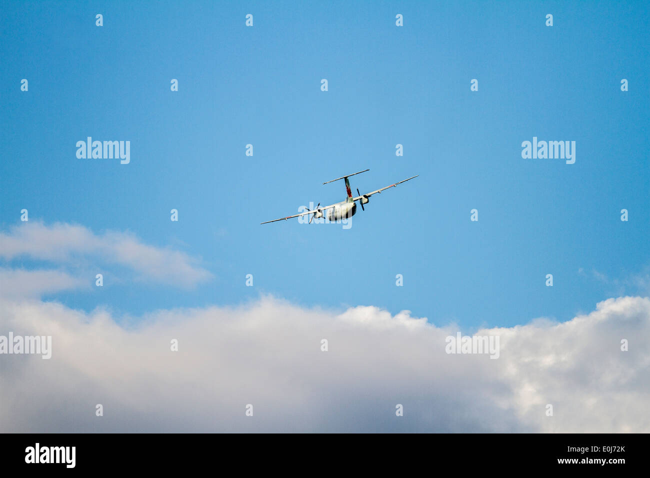 Bombardier Dash 8_001.CR2. In flight in blue sky. Cranbrook, British Columbia, Canada - Stock Image