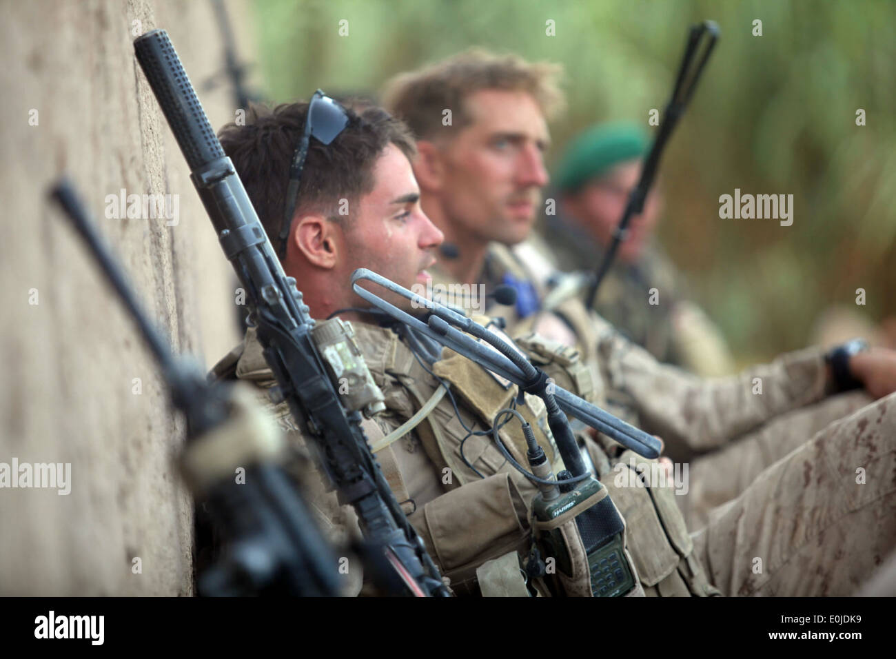 U.S. Marines with Bravo Company, 1st Reconnaissance Battalion, 1st Marine Division (Forward), take a security pause Stock Photo