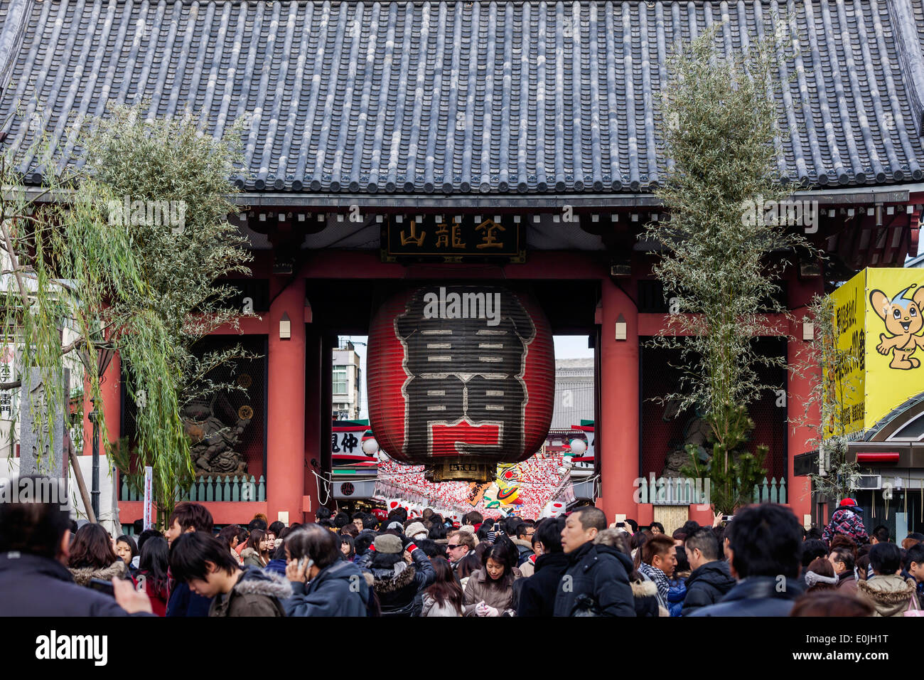 Crowds at Sensoji Temple in Japan - Stock Image