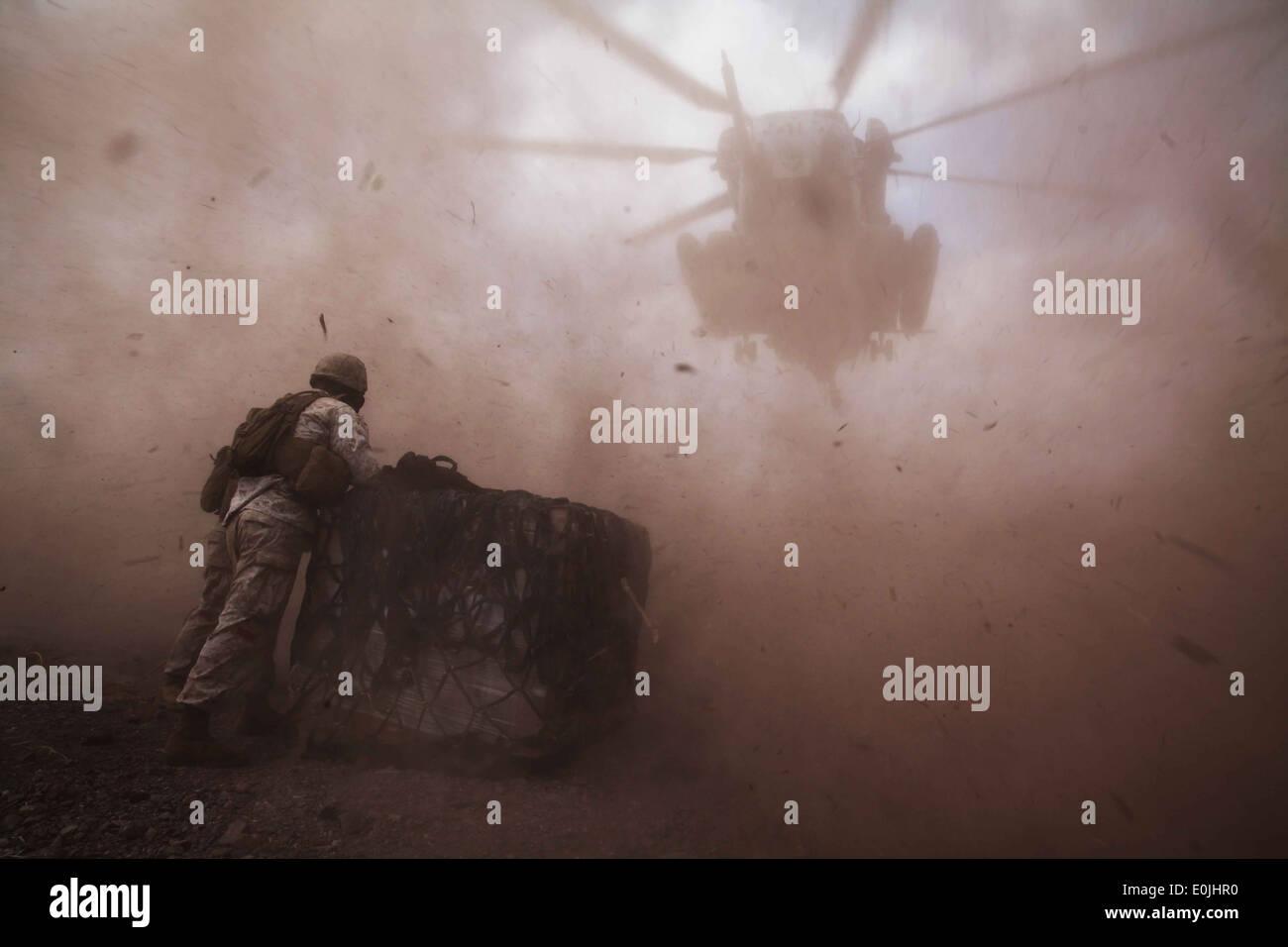 Landing support Marines with Combat Logistics Battalion 22, 22nd Marine Expeditionary Unit (MEU), await a CH-53E Super Stallion - Stock Image