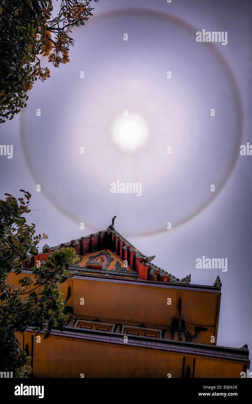 Sun Ring Phenomena 22° degree seen over a Thai Buddhist temple. Thailand S. E. Asia - Stock Image