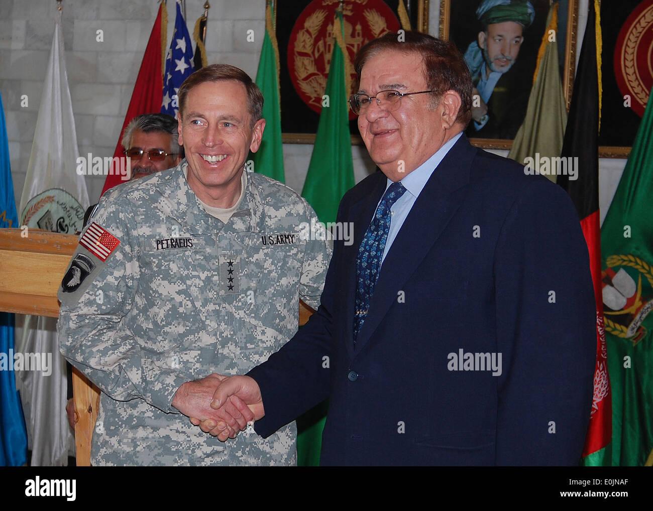 081105-N-7427G-001, KABUL, Afghanistan (Nov. 05, 2008) General David Petraeus, commanding general for U.S. Central Command sh - Stock Image