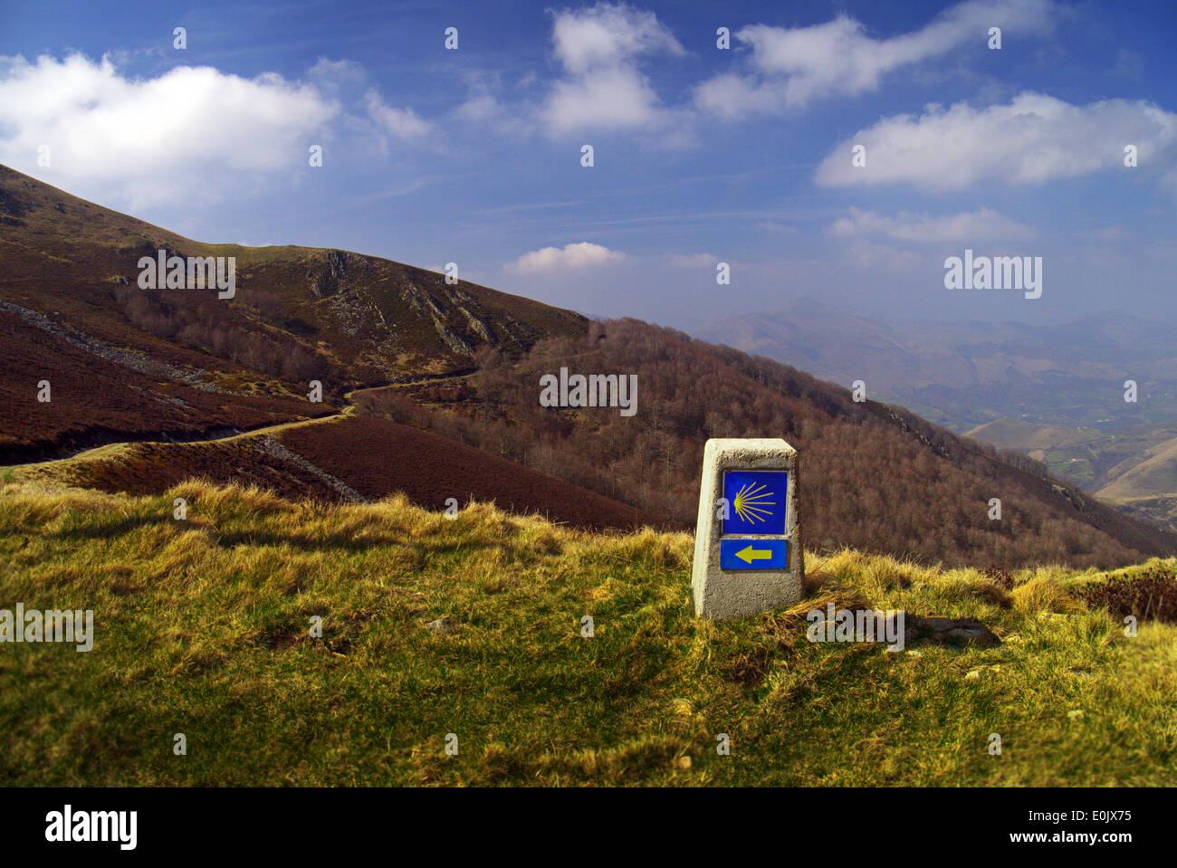 El Camino De Santiago De Compostela Shell WaySign in the Pyrenees - Stock Image