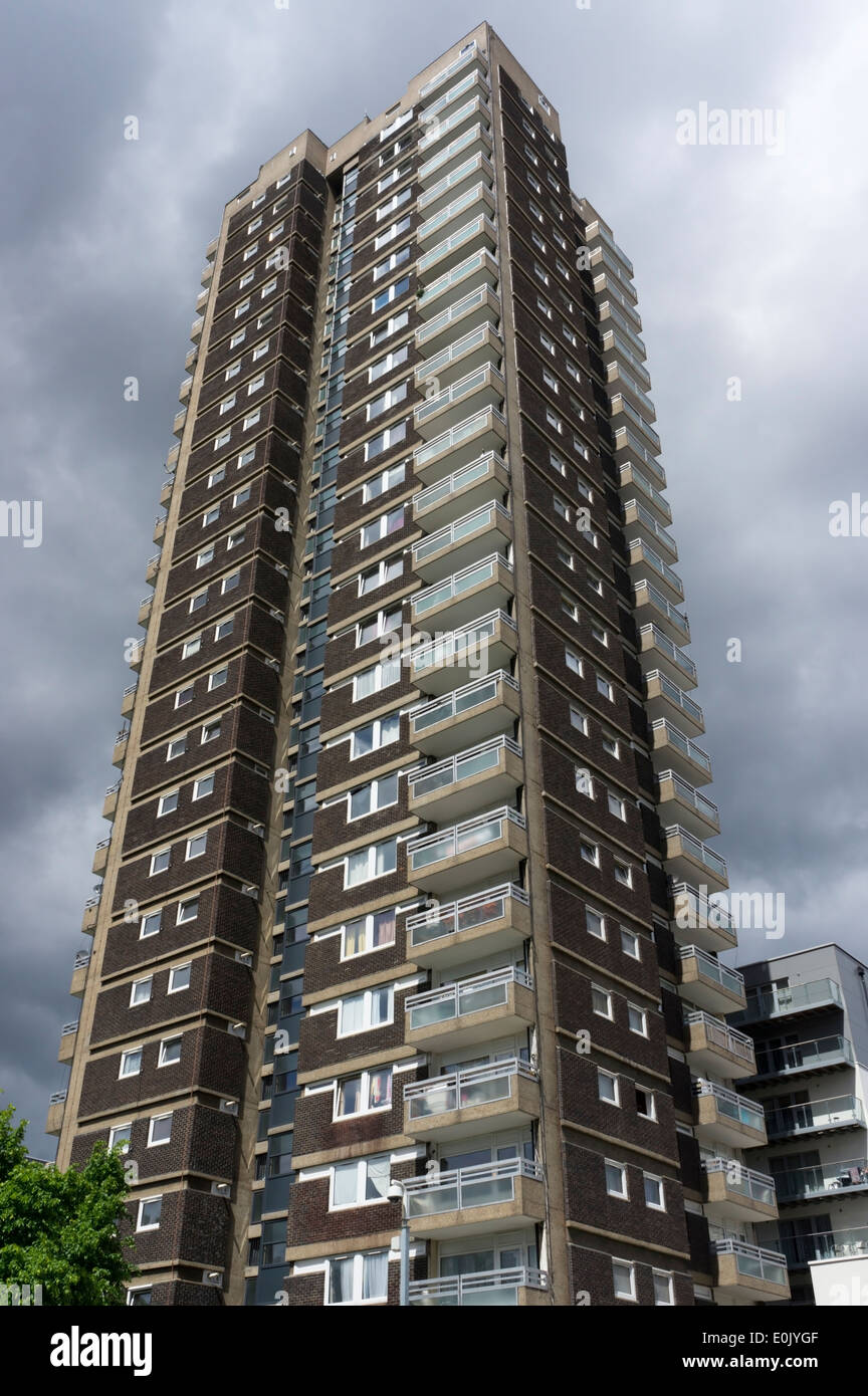 Shearsmith House is a residential tower block in East London containing 107 flats over 28 floors. - Stock Image