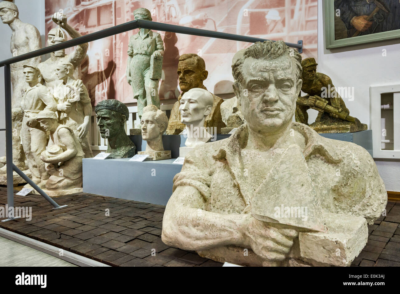 The Bricklayer sculpture, Socialist Realism Art Gallery at Zamoyski Palace in Kozlowka near Lublin, Malopolska, Poland - Stock Image
