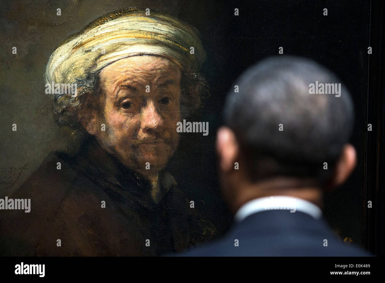 US President Barack Obama views Rembrandt's 'Self-portrait as the Apostle Paul' as he tours the Rijksmuseum March 24, 2014 in Amsterdam, Netherlands. - Stock Image