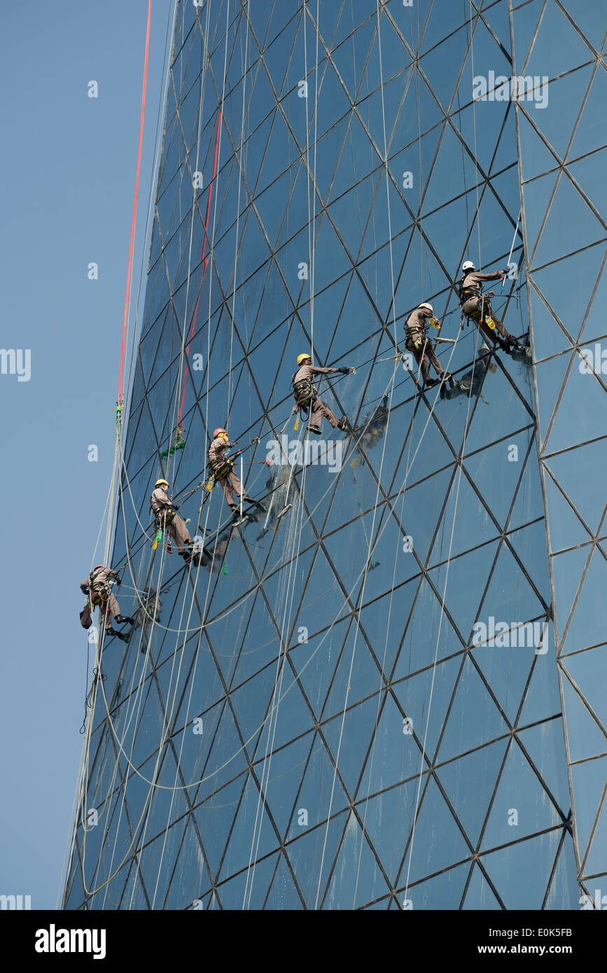 Doha. Qatar. Migrant workers cleaning the windows of the Al Bidda Tower. - Stock Image