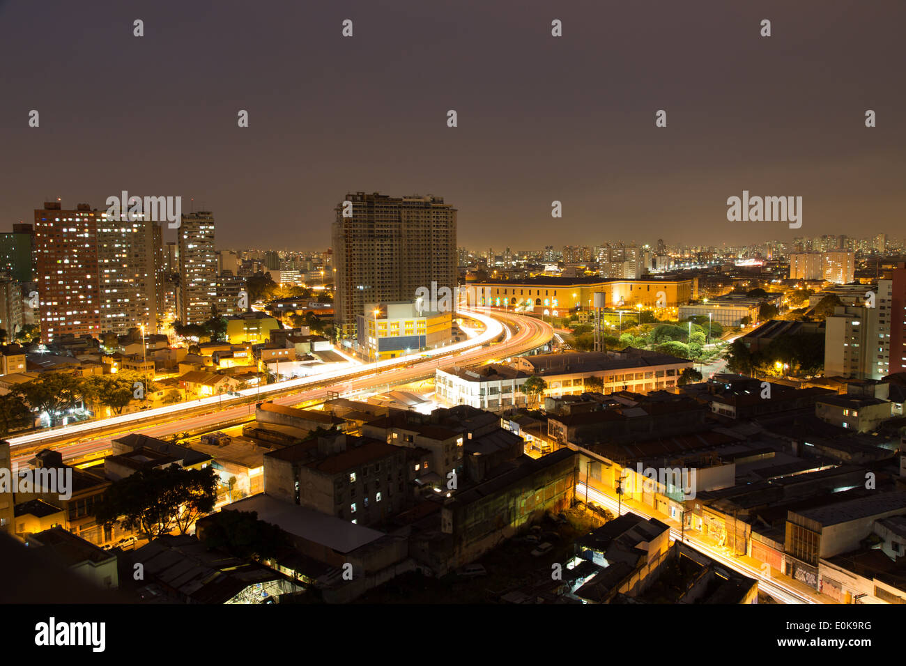 Aerial view of the city at night, Viaduto do Glicerio (Glicerio viaduct) or Viaduto Leste-Oeste (East-West Viaduct), Liberdade District, Sao Paulo - Stock Image