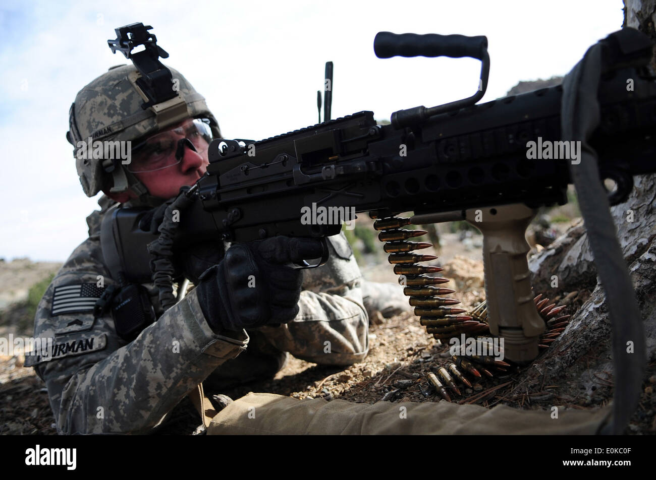 U.S. Army Sgt. Joshua Thurman of Alpha Troop, 1st Squadron, 33rd Cavalry Regiment, 3rd Brigade, 101st Airborne Divison, provide - Stock Image