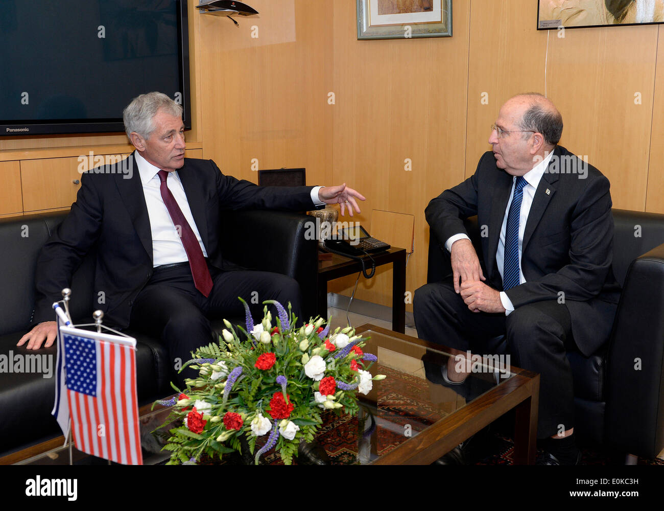Jerusalem, Israel. 15th May, 2014. Israeli Defense Minister Moshe Ya'alon (R) meets with visiting U.S. Secretary of Defense Chuck Hagel at Israeli Ministry of Defense in Tel Aviv, Israel, on May 15, 2014. U.S. Secretary of Defense Chuck Hagel said on Thursday that he could not validate a recent media report of alleged Israeli spying in his country. Credit:  U.S. Embassy to Israel/Matty Stern/Xinhua/Alamy Live News - Stock Image