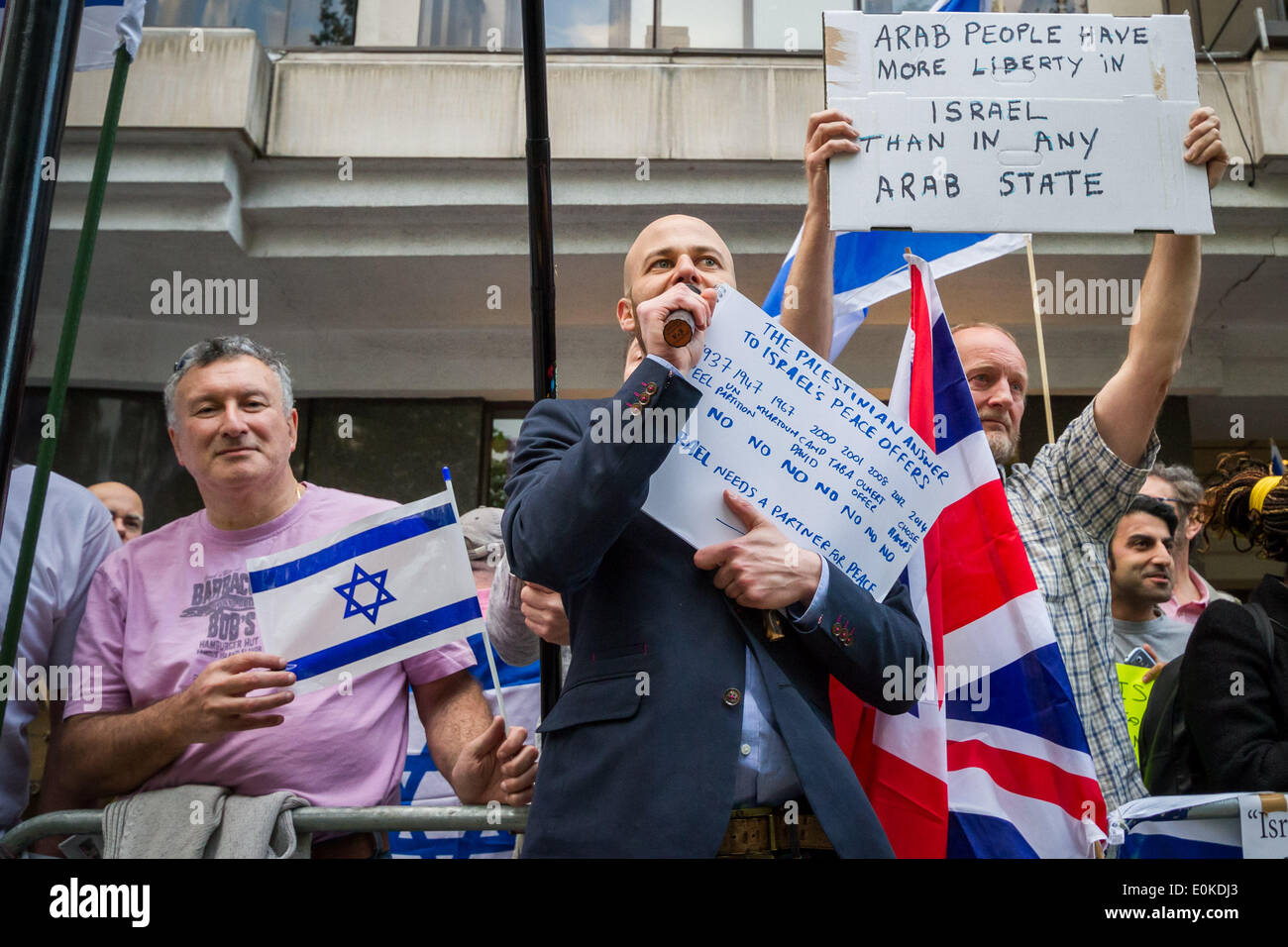 London, UK. 15th May, 2014. Pro-Israelis on Nakba Day welcome Tzipi Livni at JNF Event in London Credit:  Guy Corbishley/Alamy Live News - Stock Image
