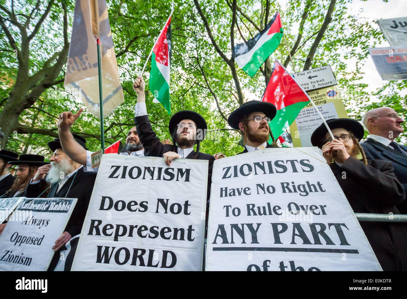 London, UK. 15th May, 2014. Jews against Zionism. Pro-Palestinian Protest against Tzipi Livni at JNF Event in London - Stock Image