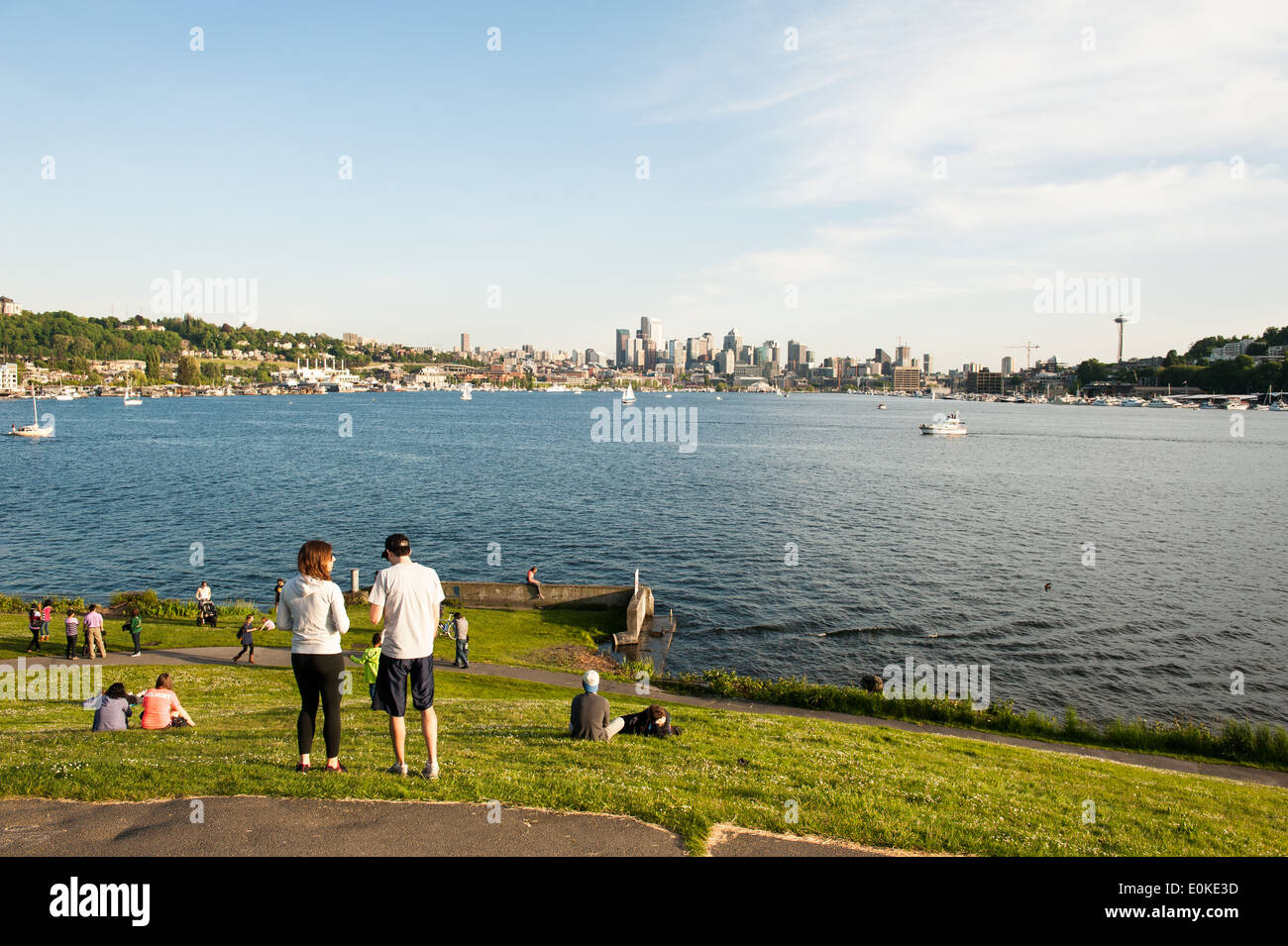 Gas Works Park overlooks Lake Union and the Seattle skyline. - Stock Image