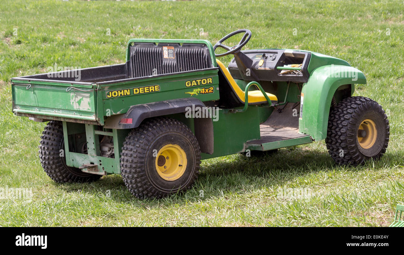 john deere gator four wheeler atv with dump stock photo 69269675 alamy. Black Bedroom Furniture Sets. Home Design Ideas