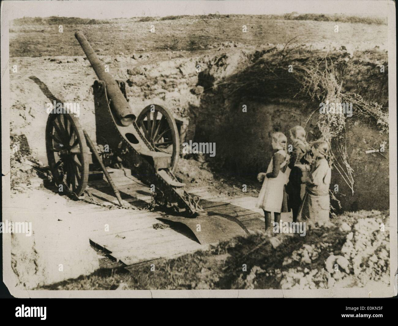 Jan. 1, 1915 - An Object of Great Interest. Three little girls in the War area enter a deserted gun position and stand gading with wonder at the implement that has brought so much trouble into the fields they know so well. - Stock Image