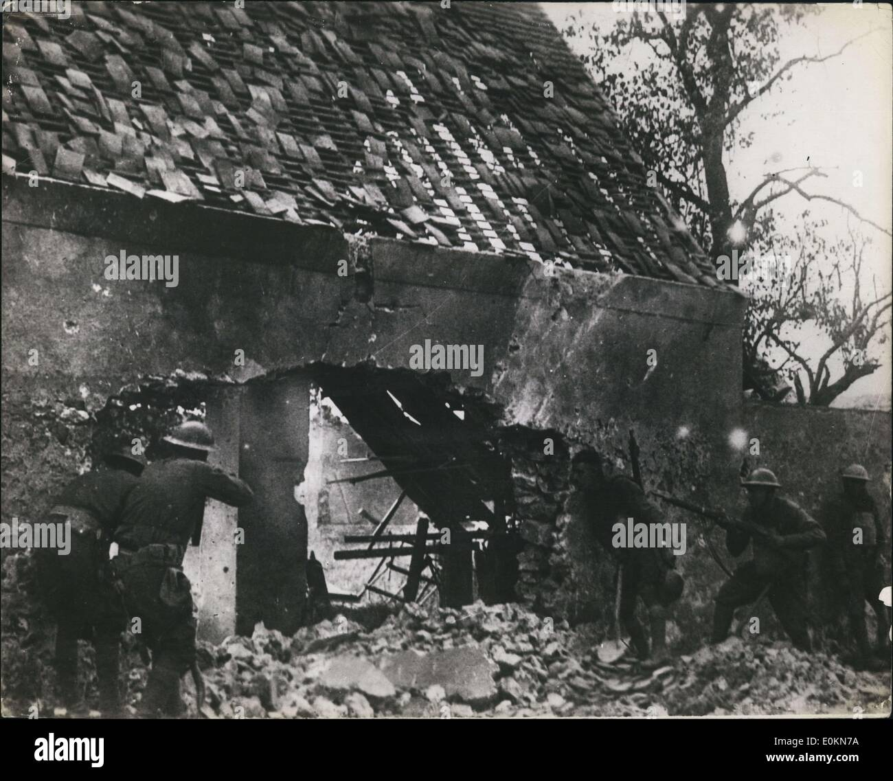 Jul. 07, 1918 - American Snipers of 168th Infantre 42nd Div in nest picking off Germans Villiers - France - July 30-1918 - Stock Image