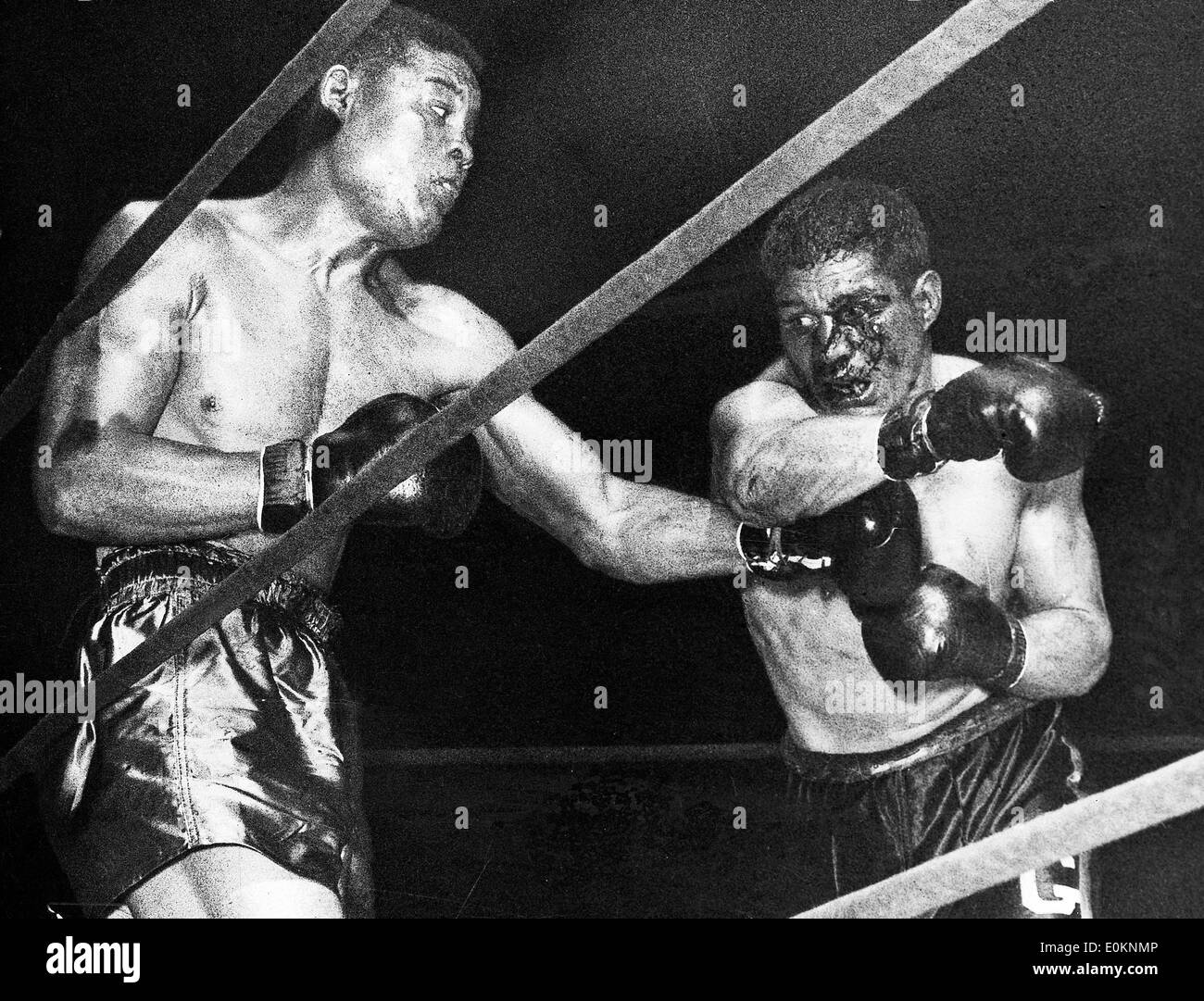 Joe Louis fighting Arturo Godoy for the second time for the Heavyweight Championship - Stock Image