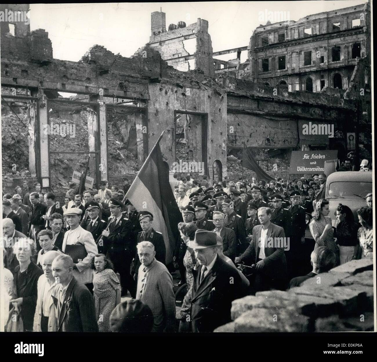 Sep. 09, 1942 - The usual throngs of people whom the Russians would like to believe are real Communists turned up Stock Photo